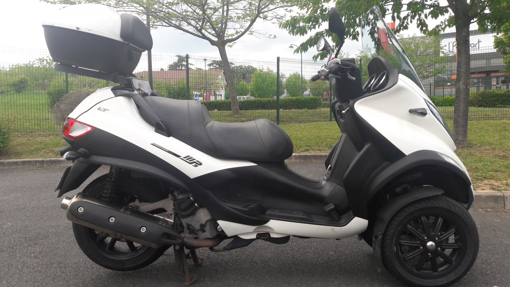 photo de PIAGGIO MP3 400 occasion de couleur  en vente �  Gleize